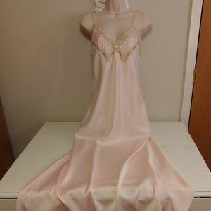 Vintage 80s Miss Elaine negligee nightgown